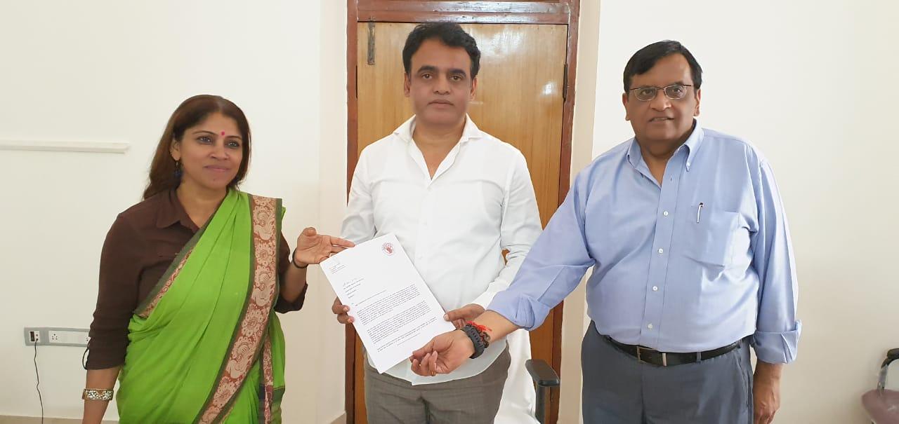 Burn wards memorandum: With Deputy CM of Karnataka